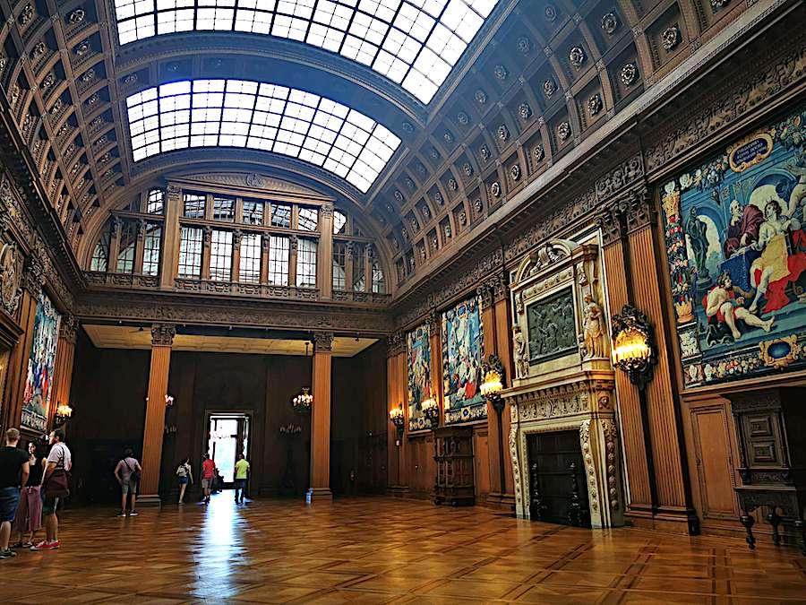 Die obere Halle mit ihrem imposanten Glasdach