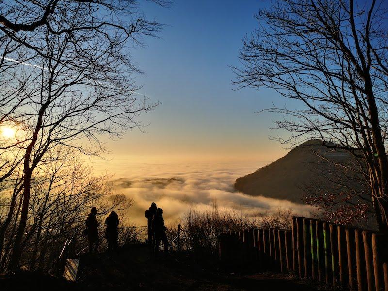 Portakanzel: Wolkenmeer in Porta Westfalica