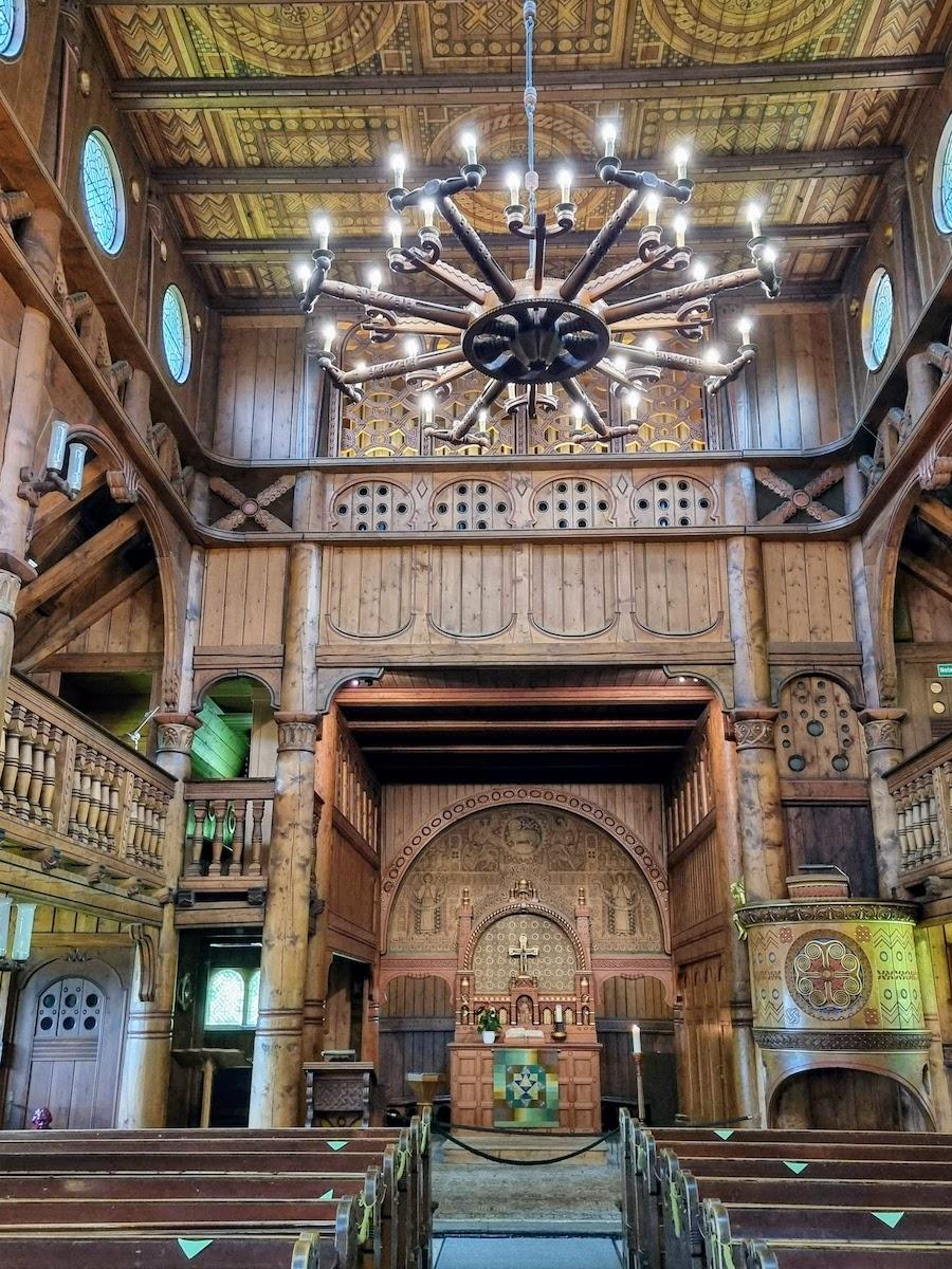 Innenraum der Stabkirche Hahnenklee